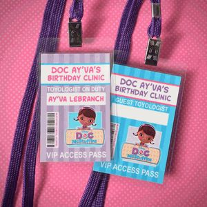 Invitaciones de doctora juguetes