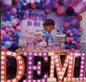 Mesas de postres con temática de doctora juguetes
