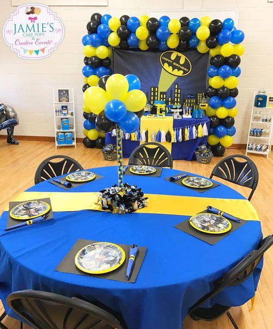 Centros de mesa de batman con globos