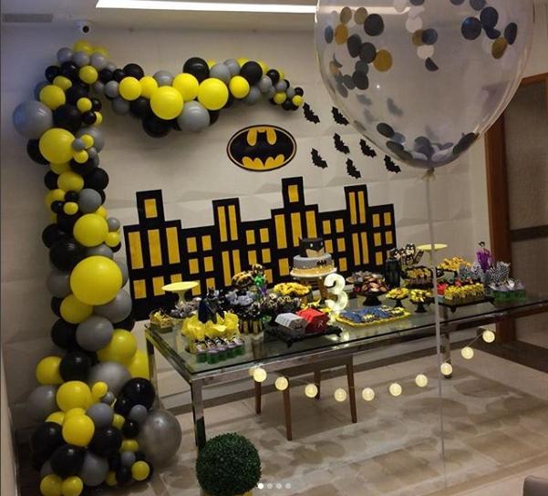 Como decorar la mesa principal con globos