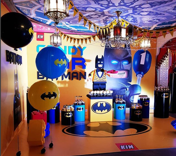 Decoración del salón con globos
