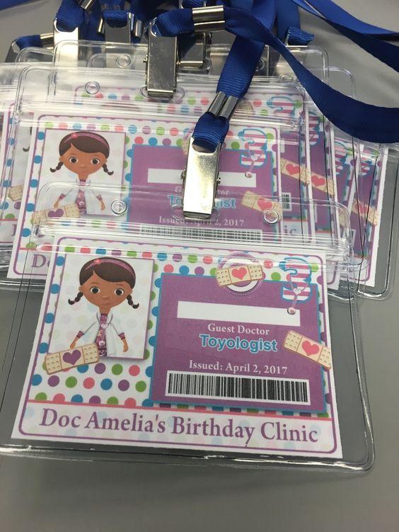 Invitaciones para fiestas de doctora juguetes