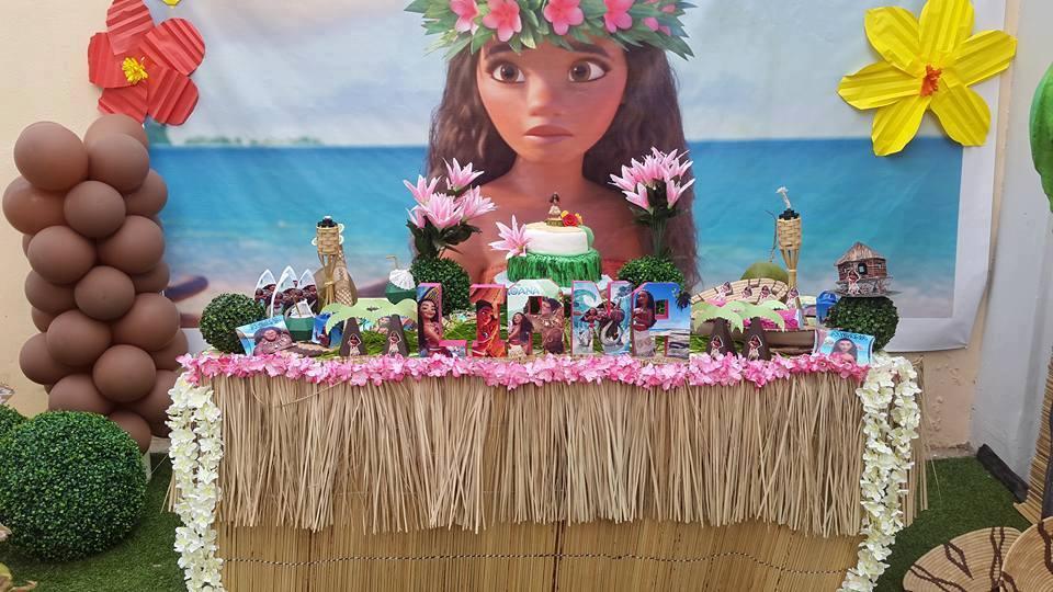 Fiesta infantil tematica de moana hawaiana