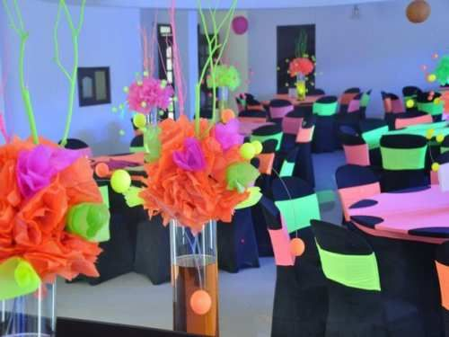Ideas para fiestas de cumplea os de 18 a os 25 for Decoracion xv anos 2017