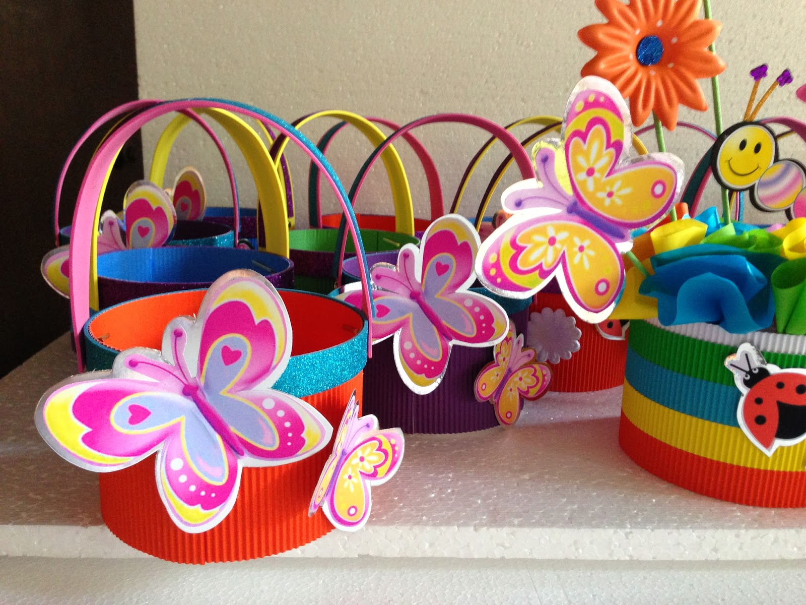 Decoraci n para un cumplea os de mariposas - Mariposas decoracion pared ...