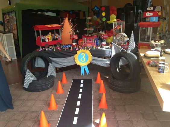 Fiesta infantil de cars 3 decoracion para cumplea os del - Decoracion con ruedas ...