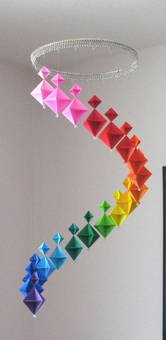 11 Bellísimas Manualidades que puedes elaborar con Hojas de papel con Color