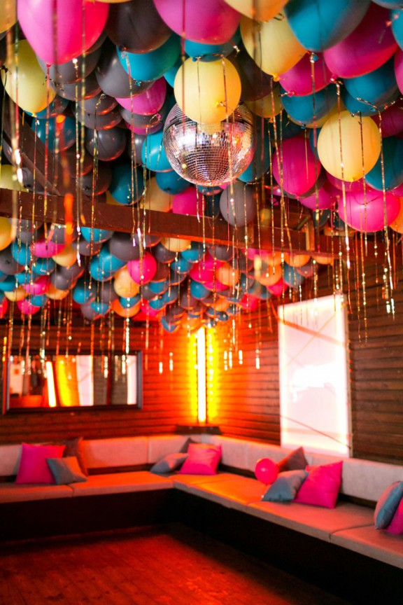 Ideas para decorar techos con globos