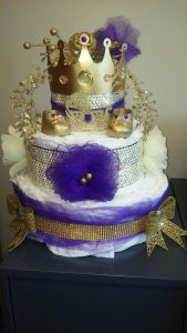 Decoracion de Baby Shower en colores purpura y dorado