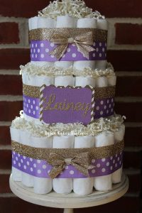 Decoracion de Baby Shower en colores purpura y dorado