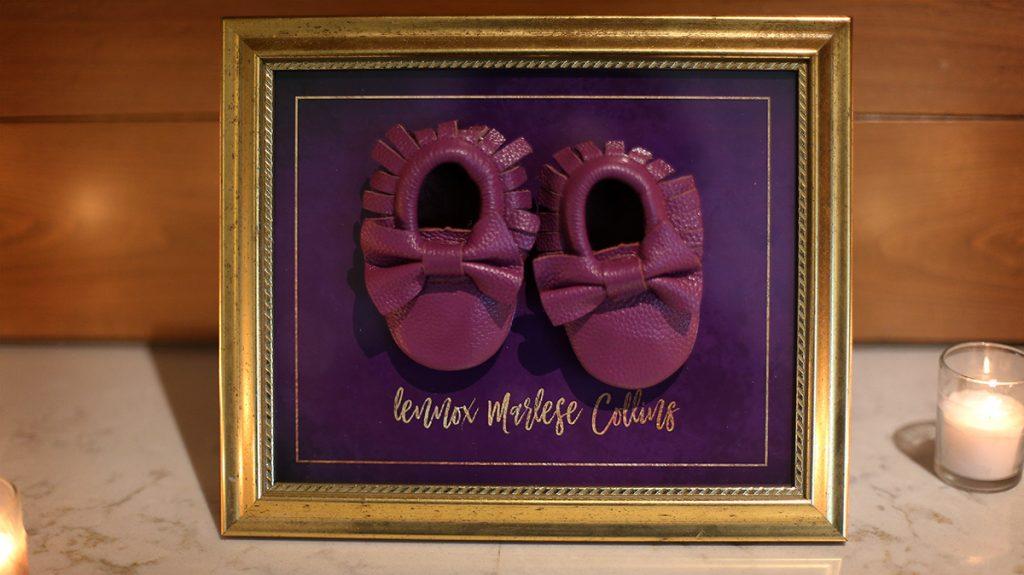 decoracion-de-baby-shower-en-colores-purpura-y-dorado (34)