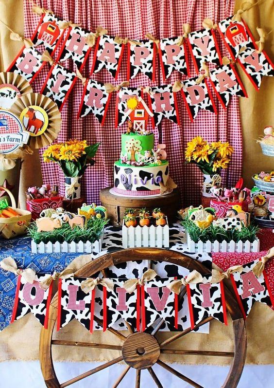 Decoración de mesa principal para fiesta de la granja de Zenon