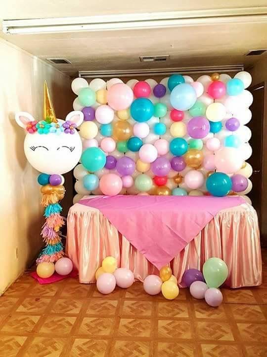 decoracion con globos mesa principal fiesta unicornio (3)