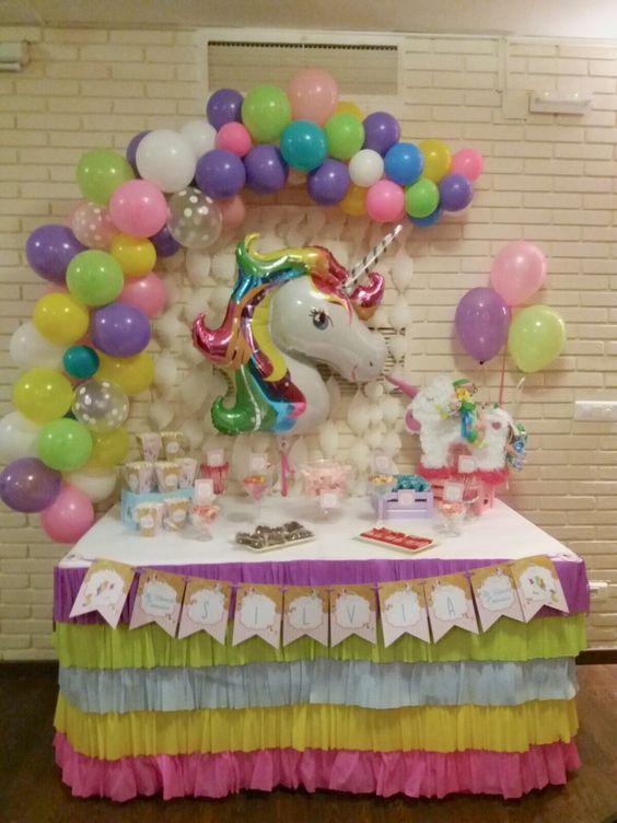 decoracion con globos mesa principal fiesta unicornio (5)