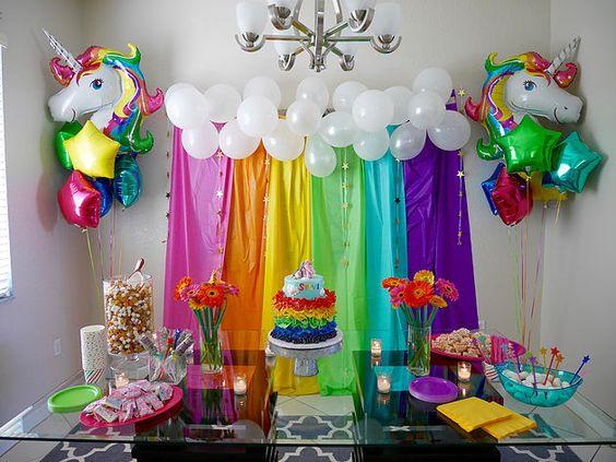 decoracion con globos mesa principal fiesta unicornio