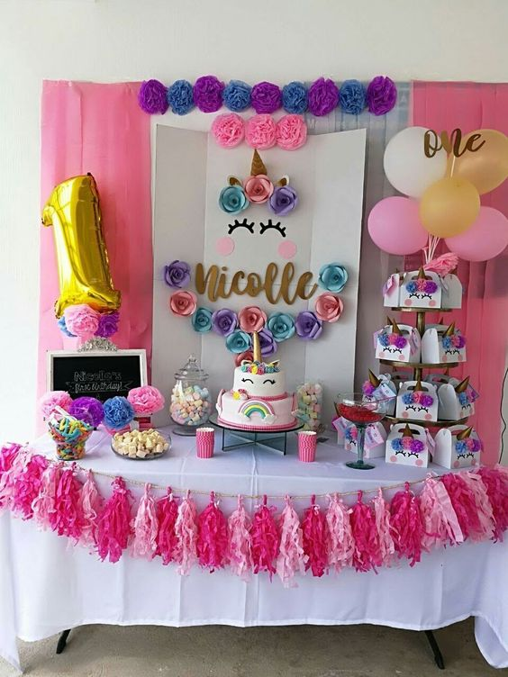 Decoracion de mesa principal fiesta de unicornio for Decoracion para pared unicornio