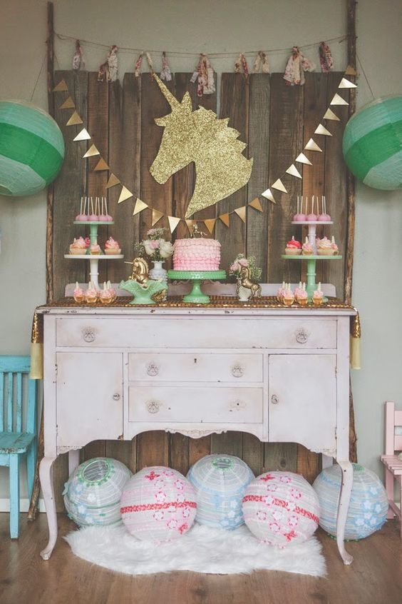 decoracion de mesa principal fiesta de unicornio