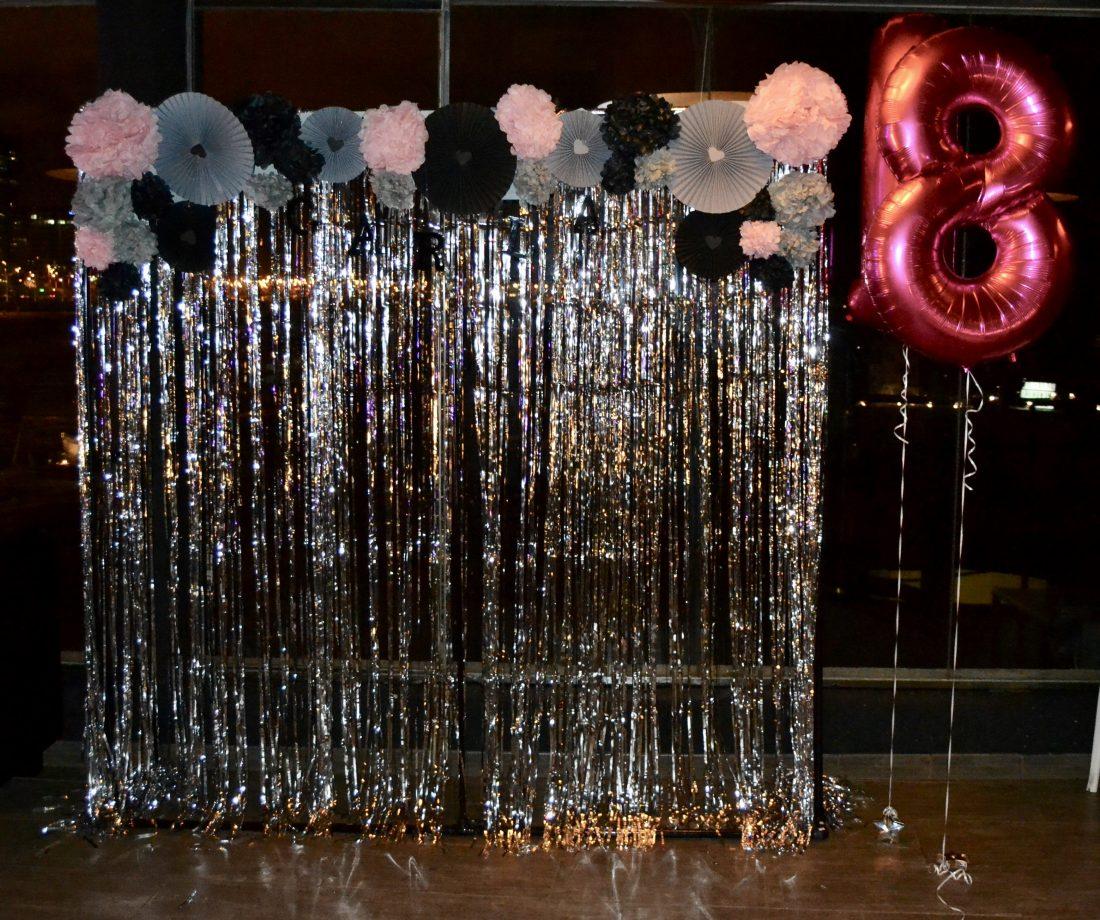 Fiesta de cumplea os numero 18 ideas de decoracion para - Photocall cumpleanos 18 anos ...