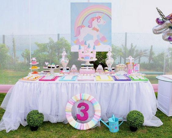 Decoración de mesa principal con Unicornio bebé