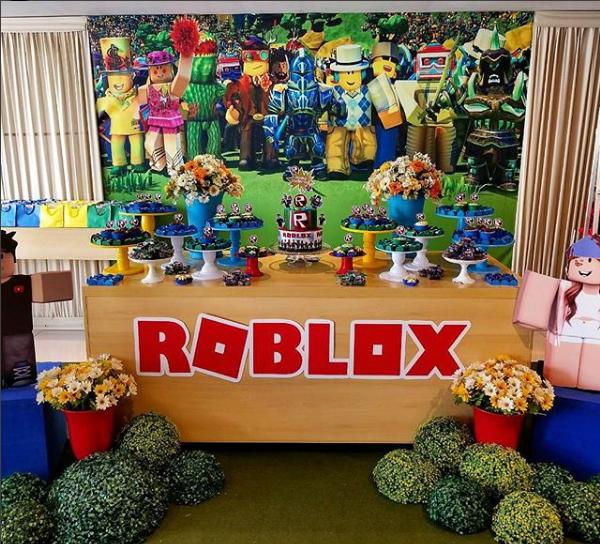 Decoración para un cumpleaños temáticode Roblox