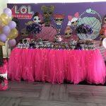 ideas para decorar mesa principal fiesta nina tema munecas lol (3)