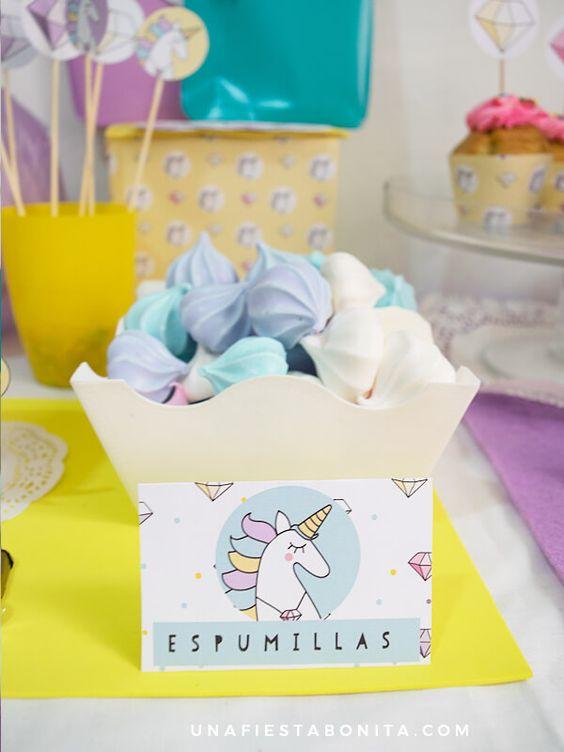 mesa de postres para fiesta de unicornio