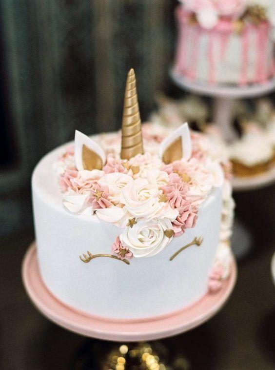 pastel pequeño para fiesta de unicornio