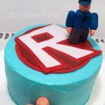 pastel sencillo para fiesta de roblox