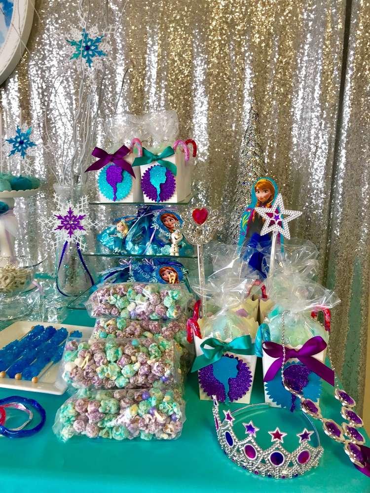 como decorar mesa de dulces de frozen 2