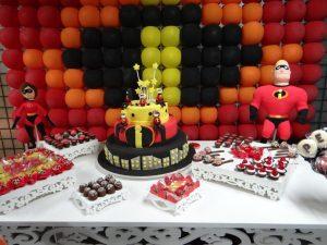 como decorar una fiesta de los increibles con globos (3)
