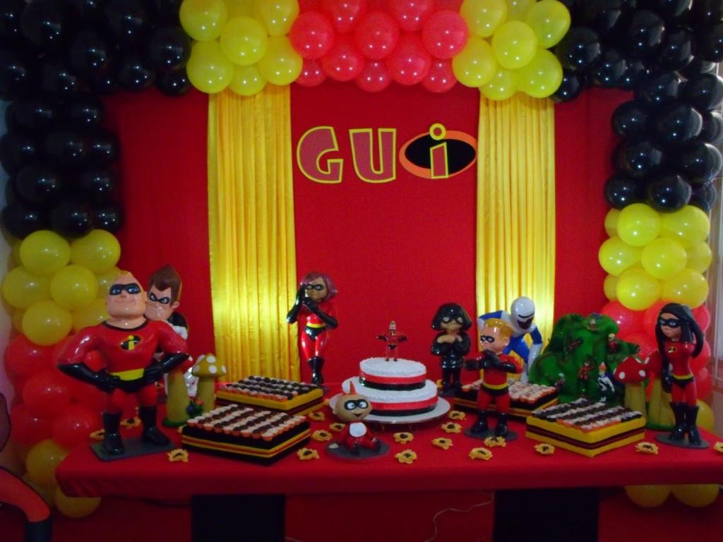 como decorar una fiesta de los increibles con globos