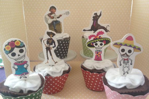 cupcake personalizado para fiesta infantil coco disney 3