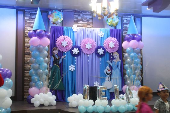 decoracion con globos cumpleanos de nina frozen