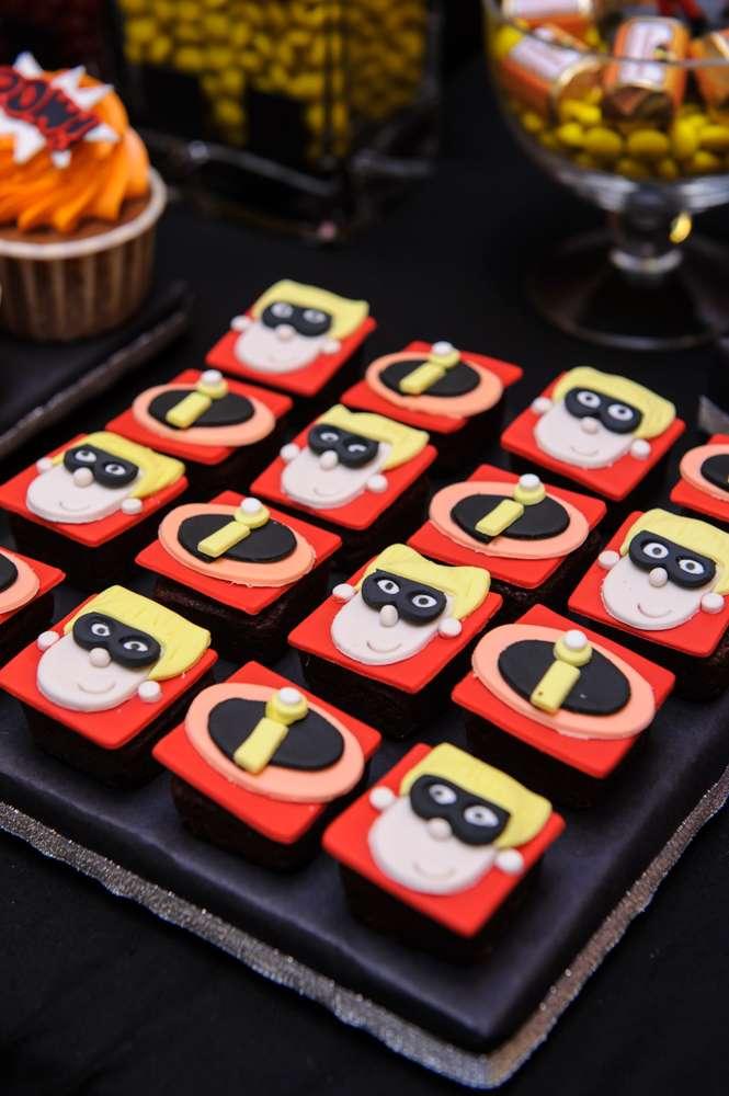 decoracion de los increibles mesa de dulces (3)