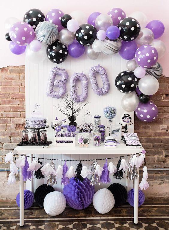 Mesa de postres para fiesta infantil temática de Vampirina