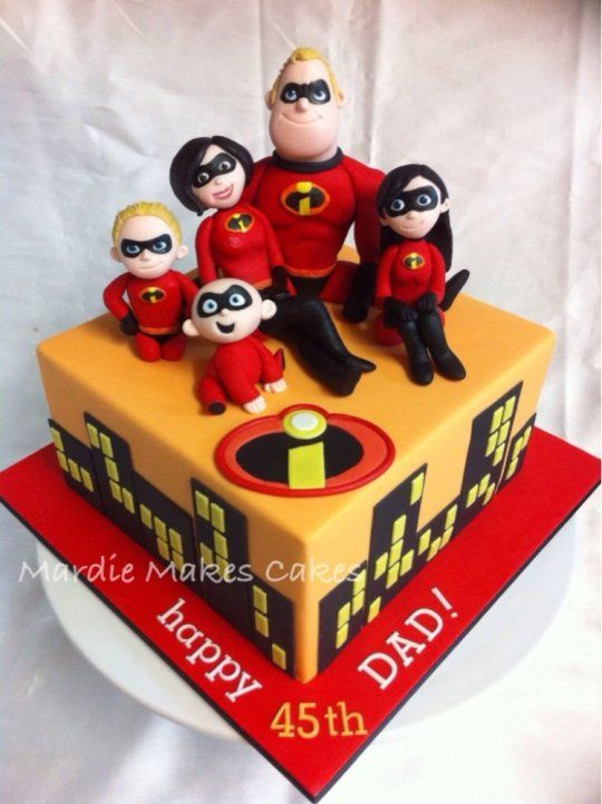 pastel en forma de super heroes