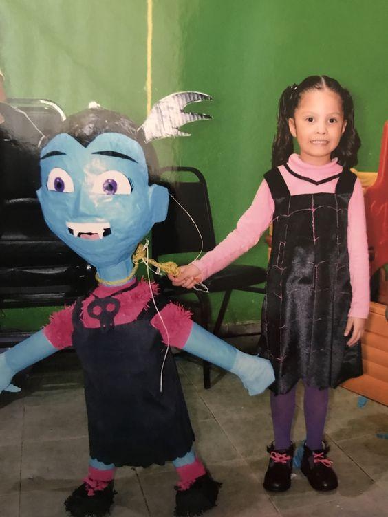 Piñatas de Vampirina para fiestas de cumpleaños