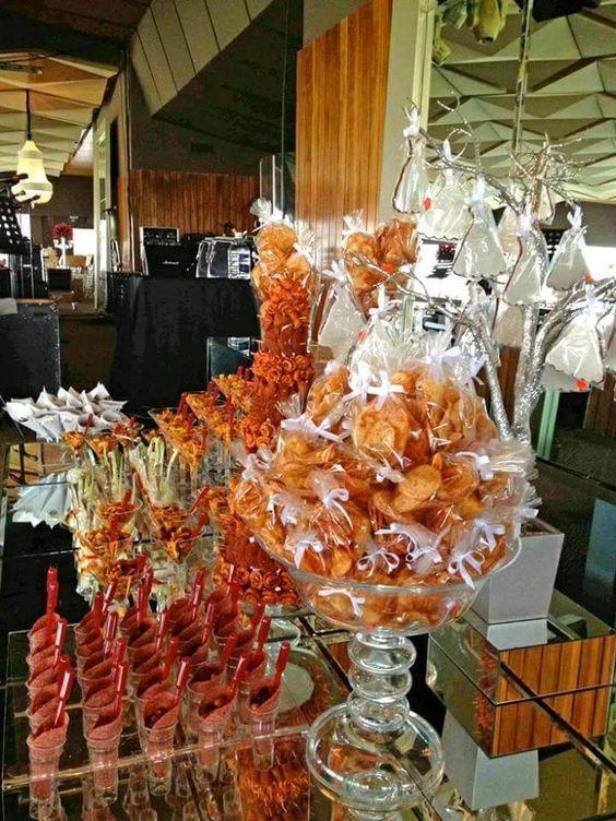 Candy bar decoraci n de la mesa de postres mesa de dulces for Mesas dulces para eventos