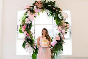 marco para foto con globos y flores