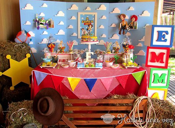 mesa de postres de toy story