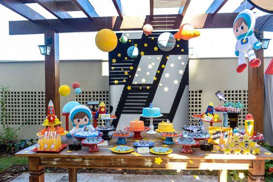 Decoración de astronautas para fiestas infantiles