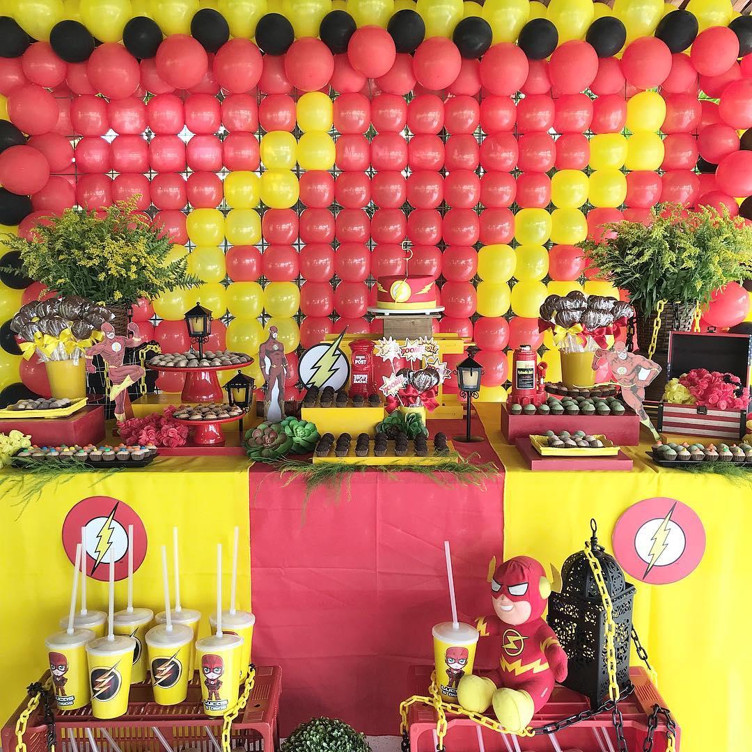 Como decorar una mesa principal con tema de flash