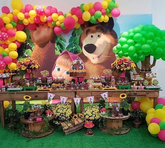 Decoración de candy bar de masha y el oso