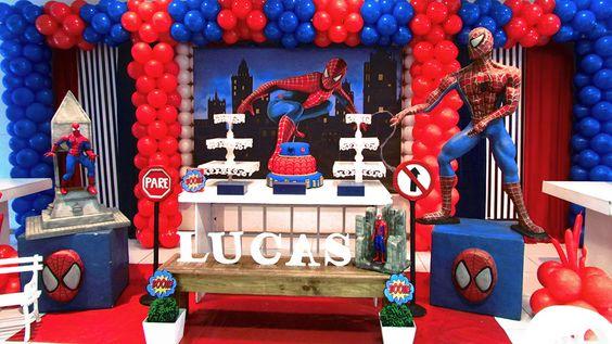 decoracion del hombre araña con globos