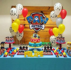 como decorar candy bar paw patrol con globos