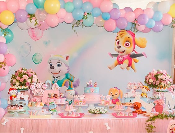 como decorar candy bar paw patrol con globos