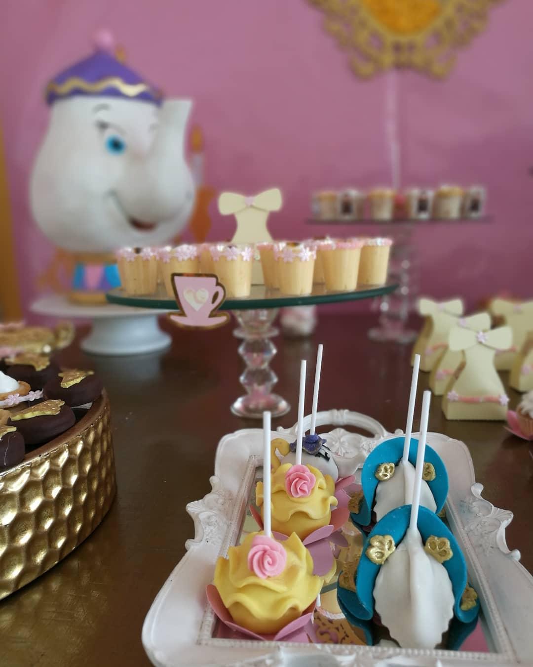 Como decorar mesa de postres de la bella y la bestia for Como decorar mesa de postres para baby shower