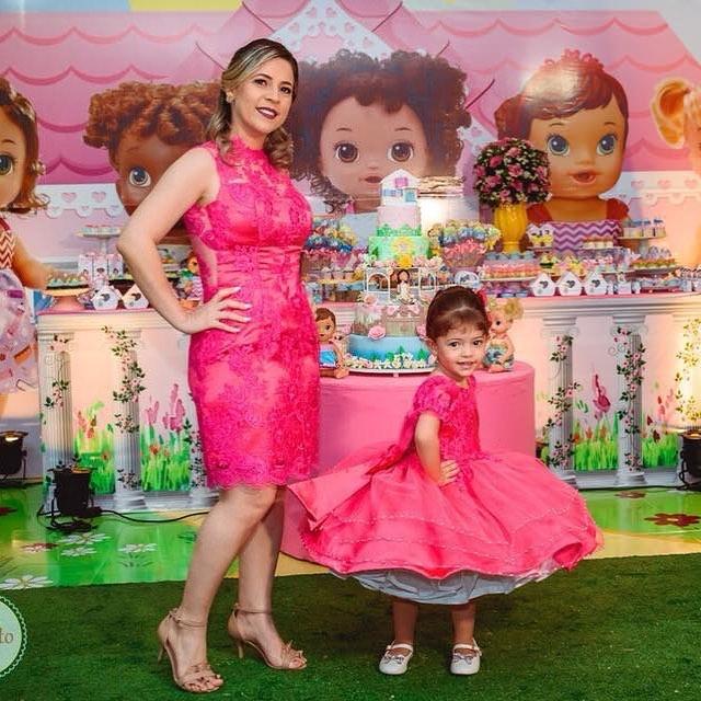 Outfits de mamá para fiesta infantil en salón