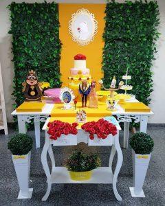 mesa de dulces sencilla de bella y la bestia