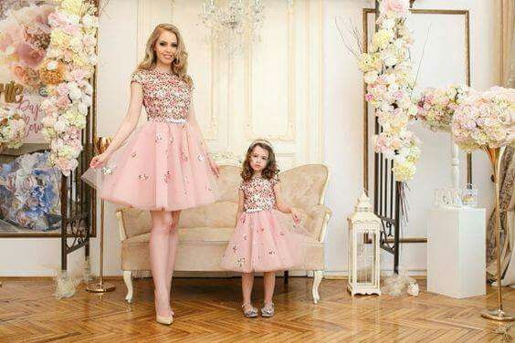 Outfits Elegantes paramamá en fiestas infantiles